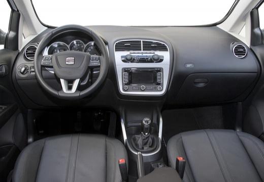 SEAT Altea XL II hatchback biały tablica rozdzielcza