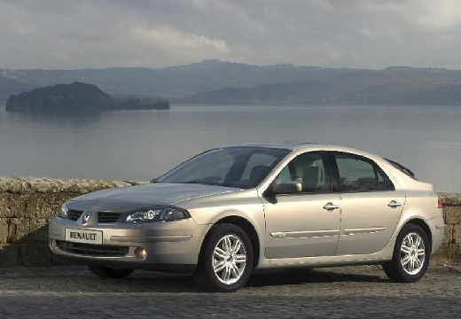 RENAULT Laguna II 1.6 Authentique Hatchback 112KM (benzyna)