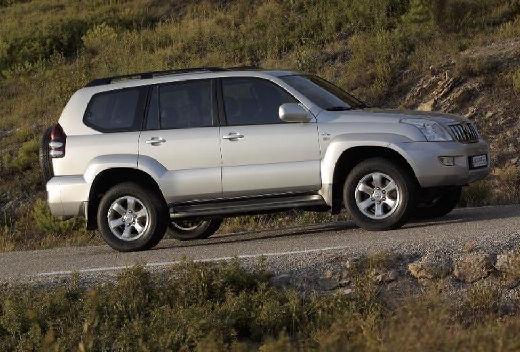 Toyota Land Cruiser 120 kombi silver grey przedni prawy