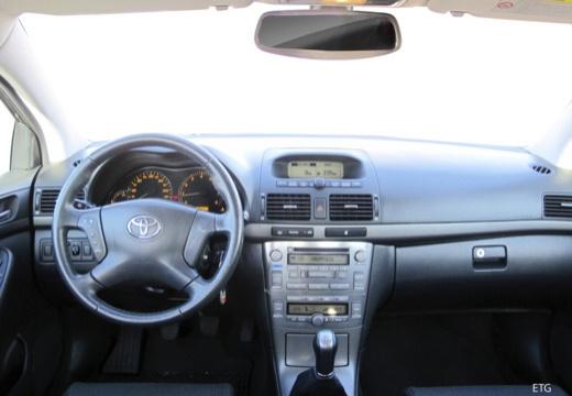 Toyota Avensis III sedan tablica rozdzielcza