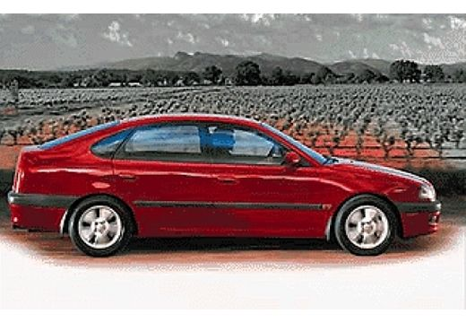Toyota Avensis 1.6 Terra Hatchback Liftback I 110KM (benzyna)