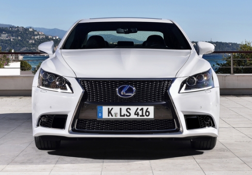 LEXUS LS III sedan biały przedni