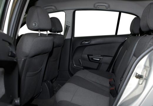 OPEL Astra III II hatchback wnętrze