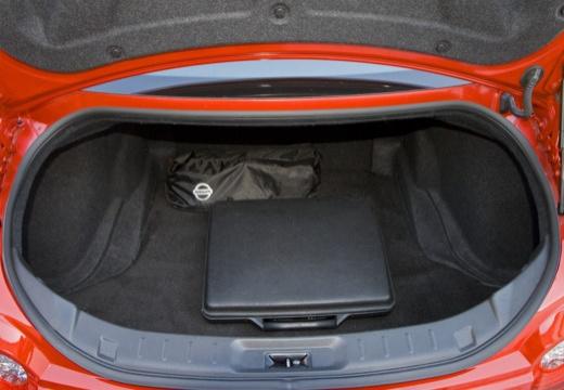 NISSAN GT-R I coupe przestrzeń załadunkowa