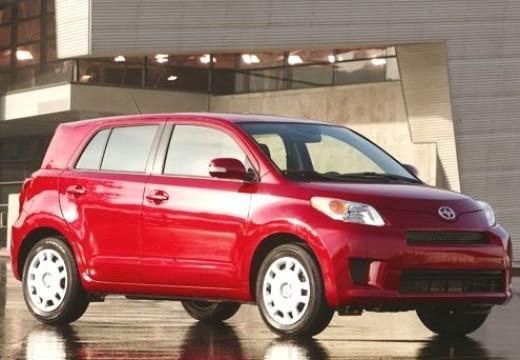 SCION xD hatchback czerwony jasny przedni prawy