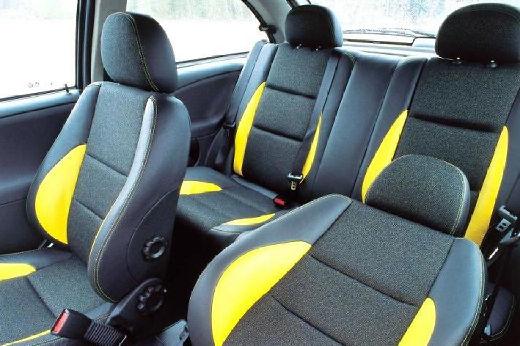 MG ZR hatchback wnętrze