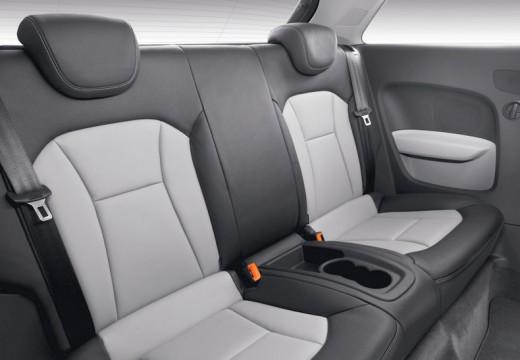 AUDI A1 I hatchback wnętrze