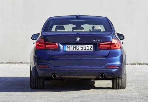BMW Seria 3 F30/F80 sedan niebieski jasny tylny