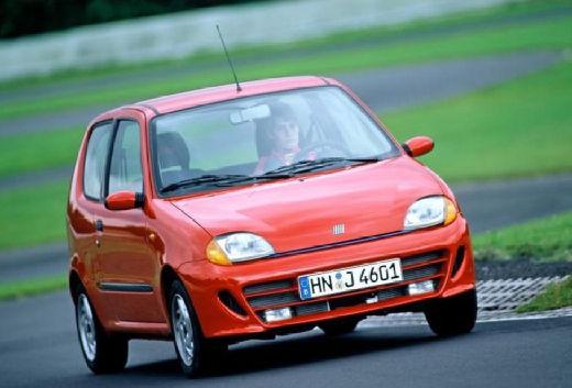FIAT 600 hatchback pomarańczowy przedni prawy