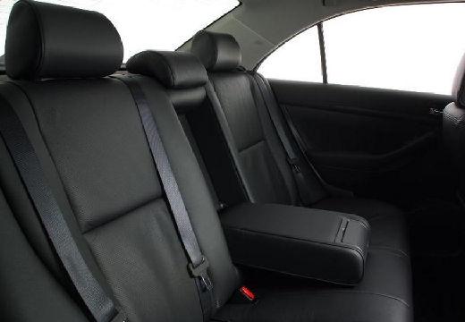 Toyota Avensis sedan wnętrze