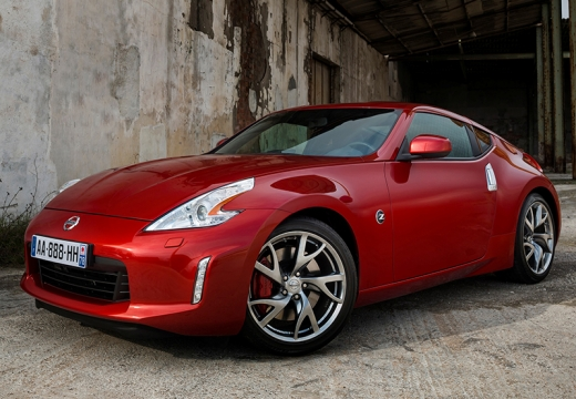 NISSAN 370 Z coupe czerwony jasny