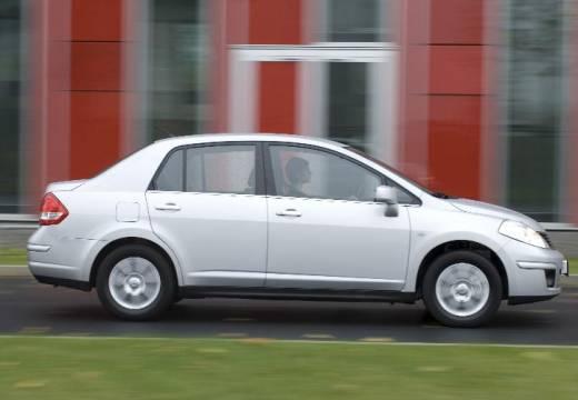 NISSAN Tiida sedan silver grey boczny prawy