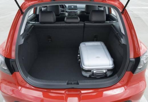 MAZDA 3 II hatchback czerwony jasny przestrzeń załadunkowa