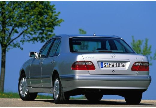 MERCEDES-BENZ Klasa E W 210 II sedan silver grey tylny lewy