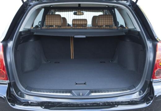 Toyota Avensis III kombi czarny przestrzeń załadunkowa