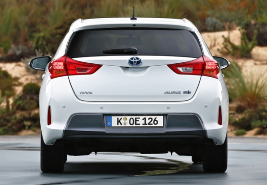 Toyota Auris hatchback biały tylny