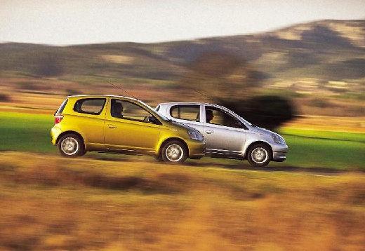 Toyota Yaris I hatchback boczny prawy