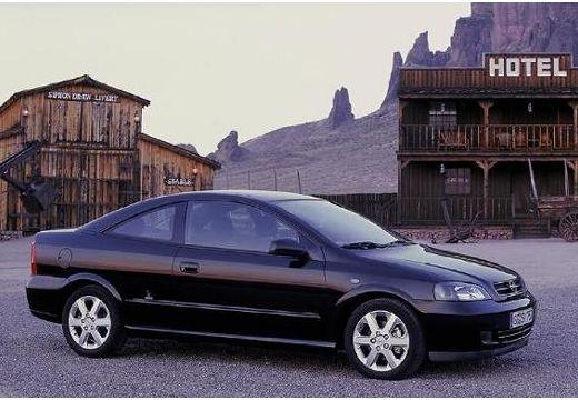 OPEL Astra coupe czarny przedni prawy