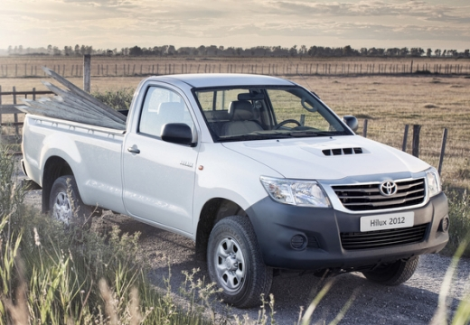 Toyota HiLux pickup biały przedni prawy