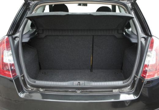 FIAT Stilo II hatchback czarny przestrzeń załadunkowa