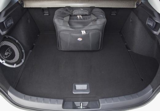 MITSUBISHI Lancer Sportback hatchback biały przestrzeń załadunkowa