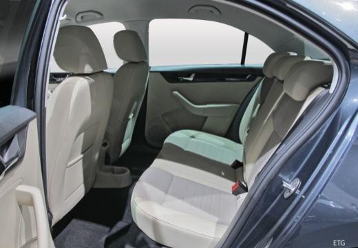 SKODA Rapid Liftback hatchback wnętrze