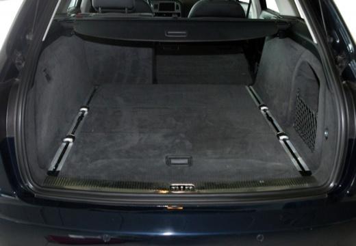 AUDI A6 Avant 4F I kombi czarny przestrzeń załadunkowa