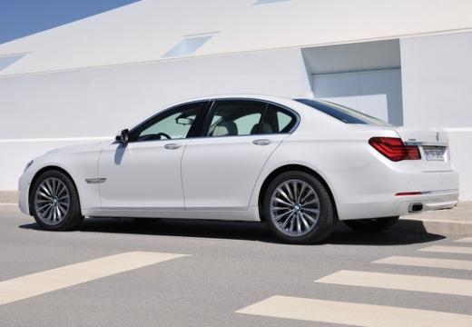 BMW Seria 7 F01 F02 II sedan biały tylny lewy