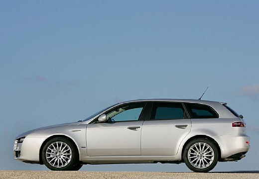 ALFA ROMEO 159 Sportwagon kombi silver grey boczny lewy