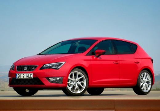 SEAT Leon hatchback czerwony jasny przedni lewy