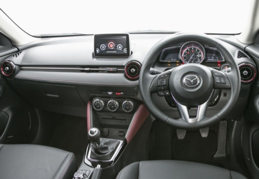 MAZDA CX-3 hatchback biały tablica rozdzielcza
