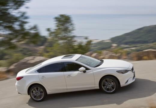 MAZDA 6 VI sedan biały boczny prawy
