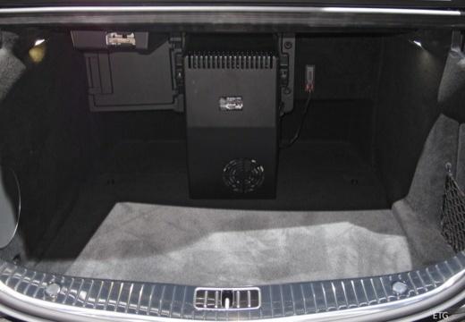 MERCEDES-BENZ S Klasa W 222 sedan przestrzeń załadunkowa