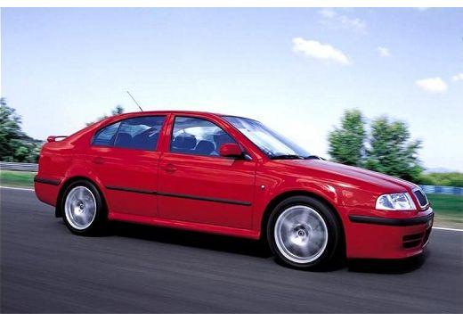 SKODA Octavia II hatchback czerwony jasny boczny prawy