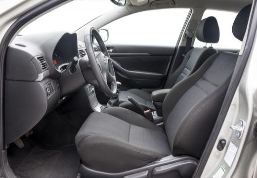 Toyota Avensis IV sedan silver grey wnętrze