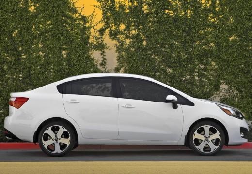 KIA Rio V sedan biały boczny prawy