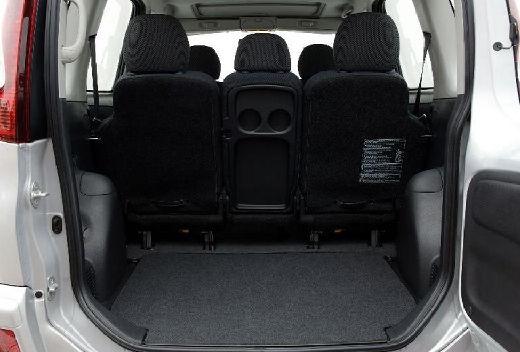 Toyota Yaris Verso II kombi silver grey przestrzeń załadunkowa
