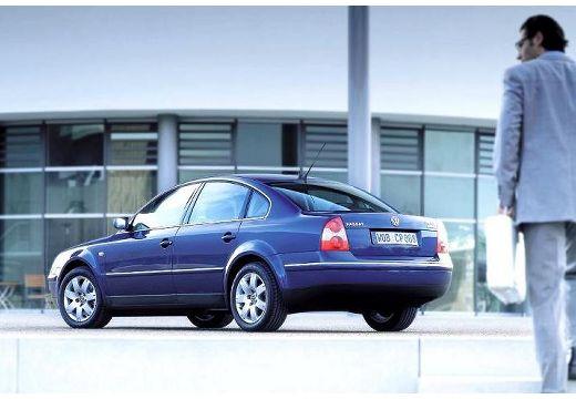VOLKSWAGEN Passat IV sedan niebieski jasny przedni lewy