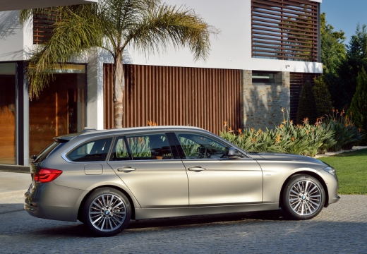 BMW Seria 3 kombi brązowy boczny prawy