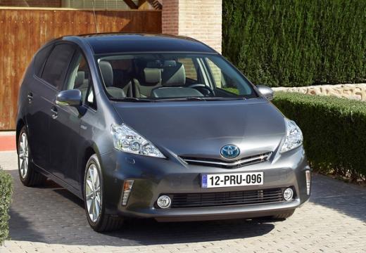 Toyota Prius kombi silver grey przedni prawy