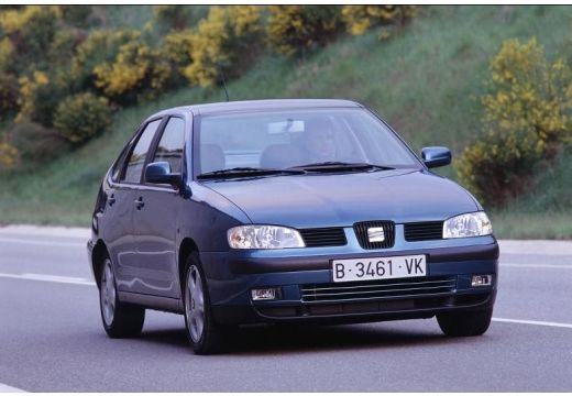 SEAT Cordoba II sedan niebieski jasny przedni prawy