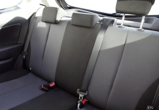 MAZDA 2 II hatchback wnętrze