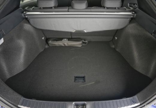 Toyota Prius IV hatchback przestrzeń załadunkowa