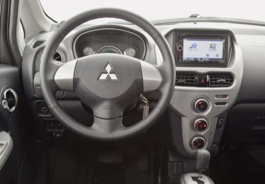 MITSUBISHI i-MiEV hatchback biały tablica rozdzielcza