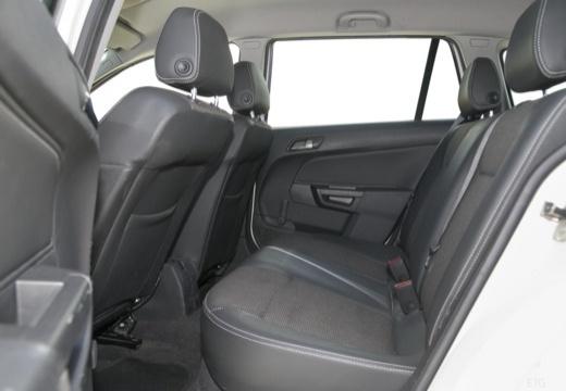 OPEL Astra III II kombi wnętrze
