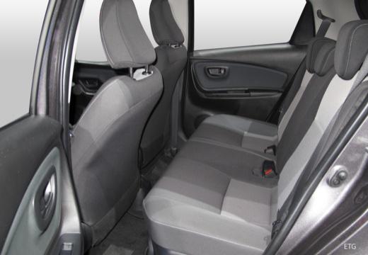 Toyota Yaris VII hatchback wnętrze