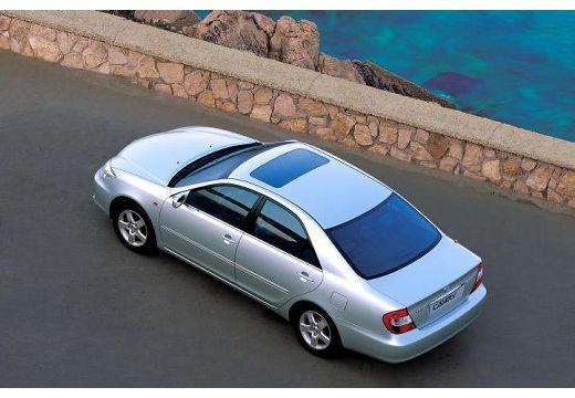 Toyota Camry sedan silver grey górny tylny