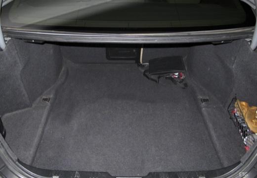 BMW Seria 5 E60 I sedan przestrzeń załadunkowa