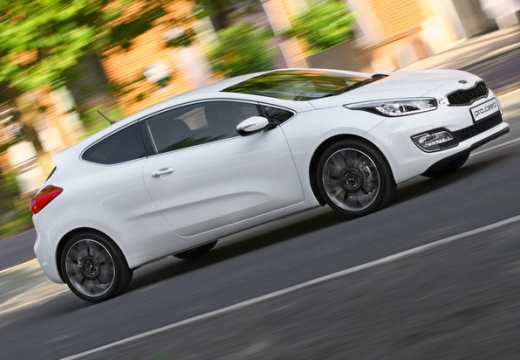 KIA Ceed Proceed IV hatchback biały przedni prawy