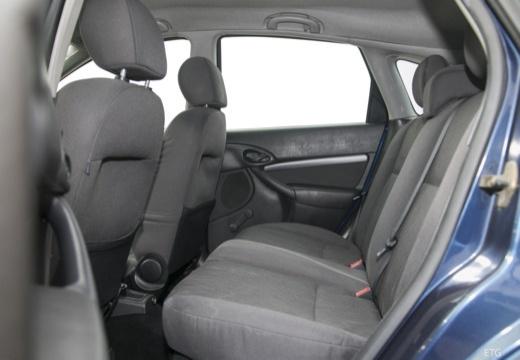 FORD Focus II hatchback wnętrze